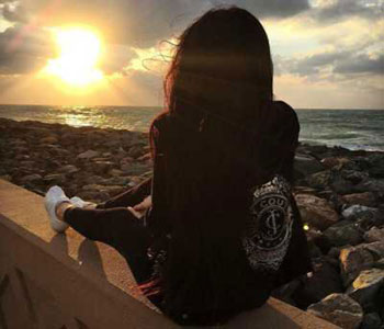 Alone Girl Whatsapp DP For Whatsapp
